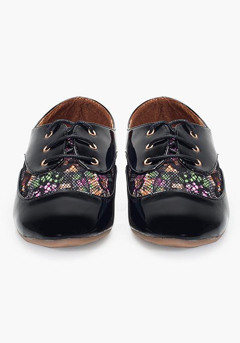 Floral Lace Shoes – Black