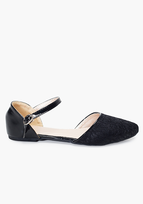 Lacy Pointed Toe Flats - Black